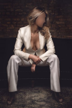Clairvie live escorts